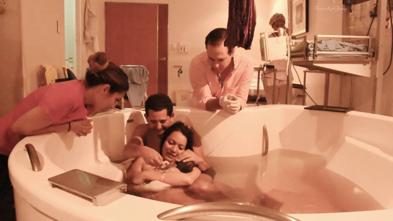 Conoce los beneficios de tener un parto en agua